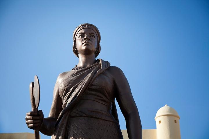 Estatua de la Reina Njinga en Luanda (2013)